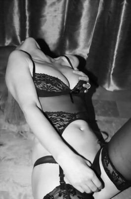 blackhair submissive escort berlin